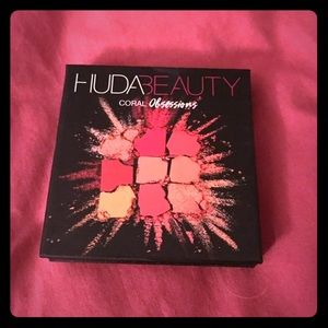 Huda Beauty Coral Obsessions